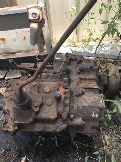 Gearbox and transfer case for a HJ45