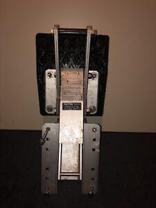 Outboard motor adjustable mount