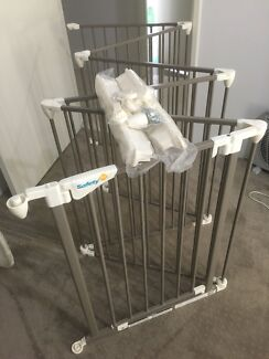 Baby Gate / Fence /Pen