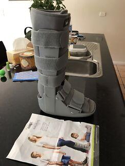 Moon boot or cam walker