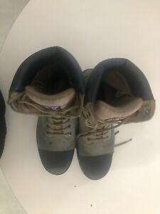 Used CSA approved heavy duty steel toe boots.
