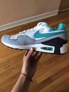 Shoes Nike Air Max taille 9US Neuf