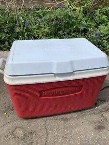 Rubbermaid cooler for camping going to the beach