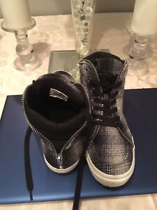 Women's Sneakers size small 6