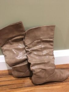 Women's Boots- size 10 fits like 9s