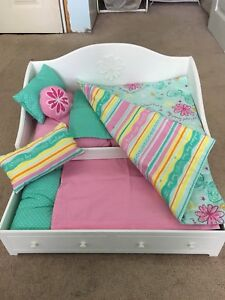 AMERIAN GIRL DOLL TRUNDLE BED