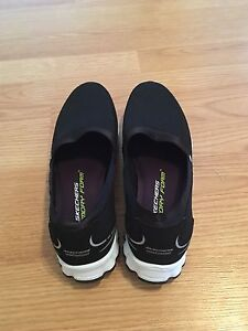 Sketchers Lightweights - Women's Size 9