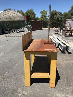 Heavy duty welding bench