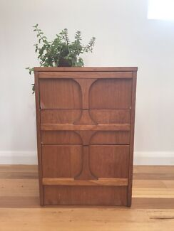 MID CENTURY 'RELIANCE FURNITURE' RETRO BEDSIDE TABLE / DRAWERS