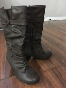 BRAND NEW BOOTS 7.5