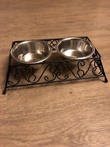 Small pet food dishes with stand