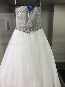 Brand new Maggie Sottero Haute Couture Size 4 White Wedding Gown