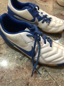 Used indoor soccer shoes size 7.5us