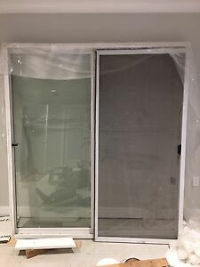 Glass sliding door with screen ( 2 years old)