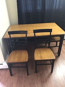 Beautiful kitchen table and chair set 5x3