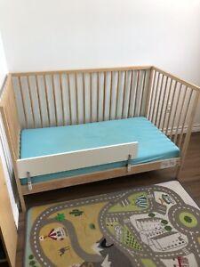 Lit bébé et matelas imperméable sur mesure