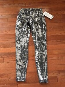 Brand New with Tag Lululemon Wunder Unders size 6