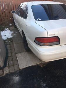 1996 White Toyota Avalon