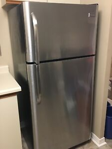 Frigidaire Appliance set! Fridge freezer, stove and dishwasher!