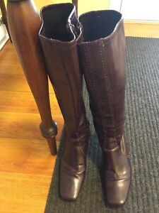 Tall burgundy dress boots   Size 7