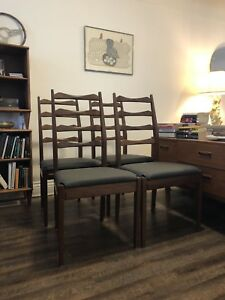 Four ladderback chairs / mid century