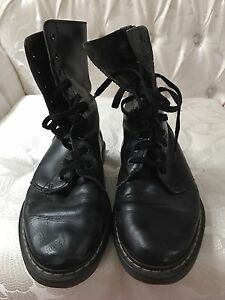 Black leather women's shoes size 6.5