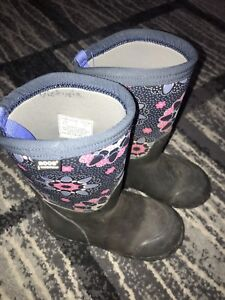 Bogs winter boots toddler size 11