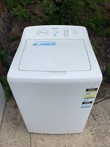 Simpson 7.5KG heavy duty washing machine in good working condition