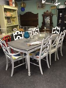 RETRO DINING TABLE EXTENDS HAS A DRAWER $235 London Ontario image 2