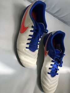 Soccer shoes 8.5 US
