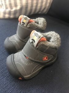 Keen toddler Kootany waterproof winter boots toddler size 4