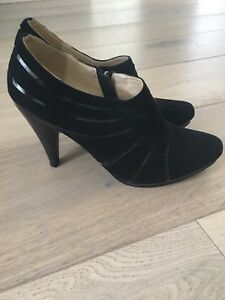 Ankle booties size 38