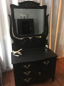 Antique Dressers With Swing Mirrors Buy Sell Items From Clothing