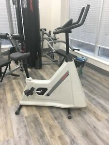 Life fitness upright bike