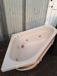 Spa Bath - Beige Dubbo Dubbo Area Preview