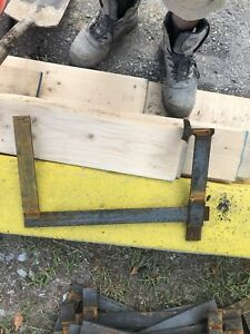 1000 curb clamp for concrete curbs