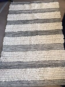 Area rug - perfect for bedroom - $30 - needs to be out by May 1