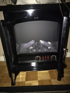 Electric fireplace in matte black (Mint condition)