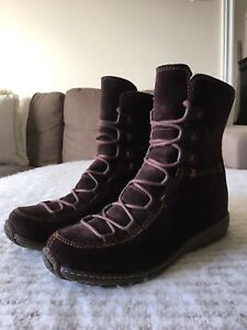 Almost New Winter Woman Boots Timberland, size 6M