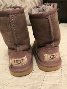 Ugg size 7 toddler