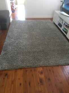 Light grey shaggy rug