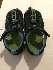 Keen young boy size 11