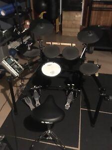 Roland TD-9 V-Drums and Traynor K4 keymaster amp