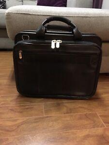 ordinateur,valise,sac,porte document,bureau, cadeau