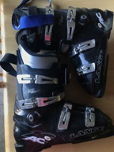 USED LANGE SKI BOOTS - fits like size 9 or 9.5