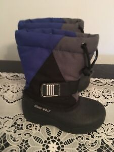 Winter boots size 8. AVAILABLE