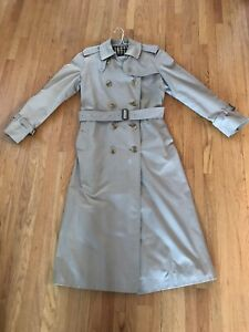 Authentic Vintage Burberrys' women's beige trench coat with hat