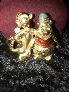 DISNEY's. WINNIE THE POOH AND TIGGER SCARF PIN