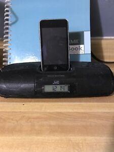 iPod 3rd gen 32gb + docking station