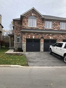 Semidetached house for Lease in Ancaster
